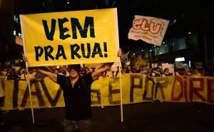 vem-pra-rua-protestos-brasil-brasilia-2013-fiat-suspende-campanha-publicitaria-babado-confusao-querida-2